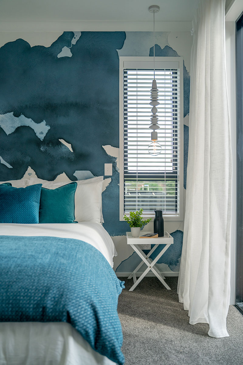 Teal Turquoise Blue masterbedroom, mr Ralph Hanging light & ink blot wallpaper